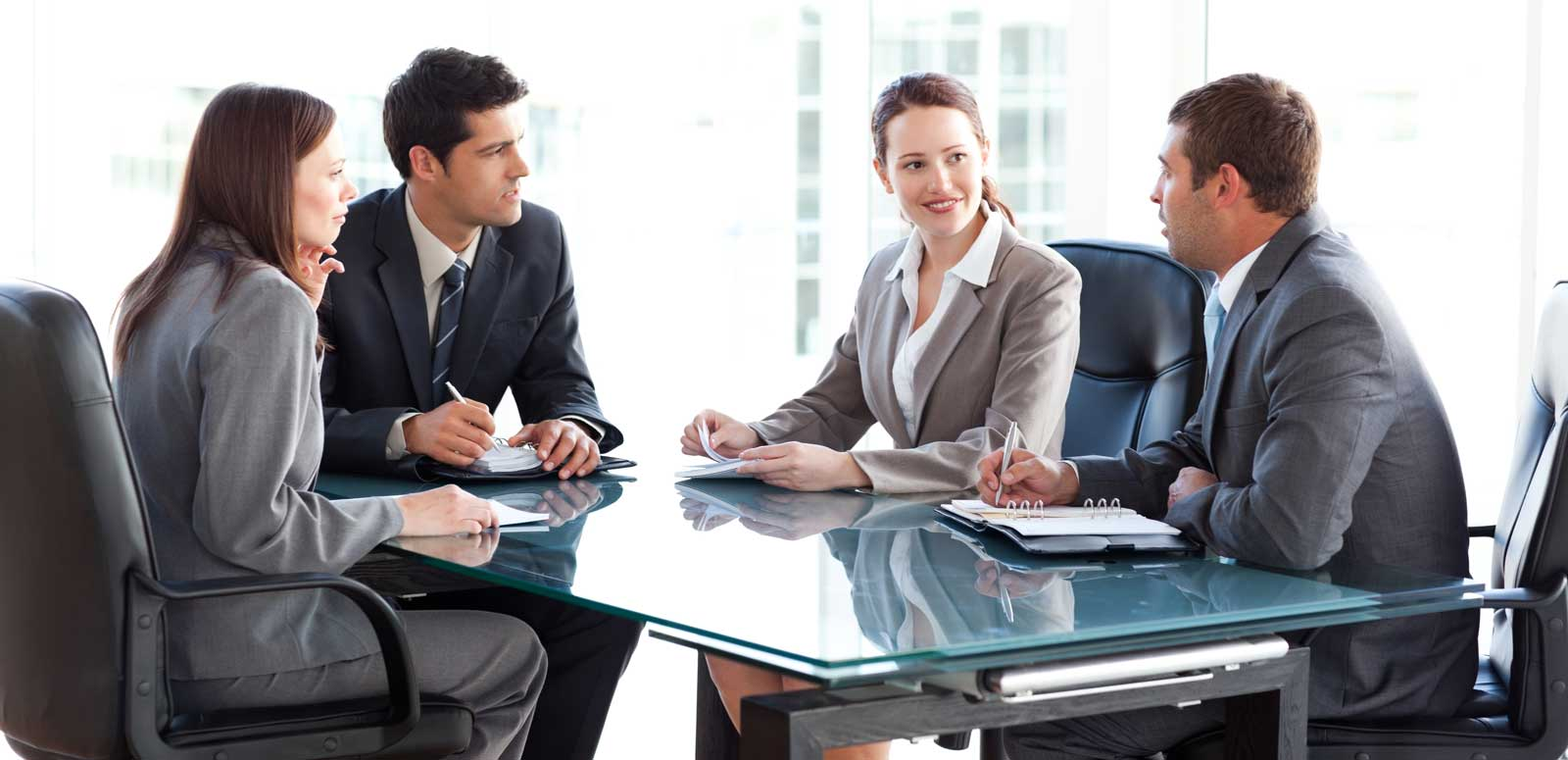 Geschäftsleute beim Bewerbungsgespräch